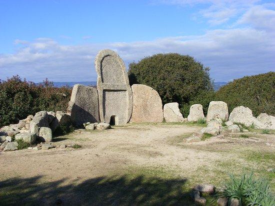 Tomba dei Giganti S'Urgu a Serra 'e ir Domos